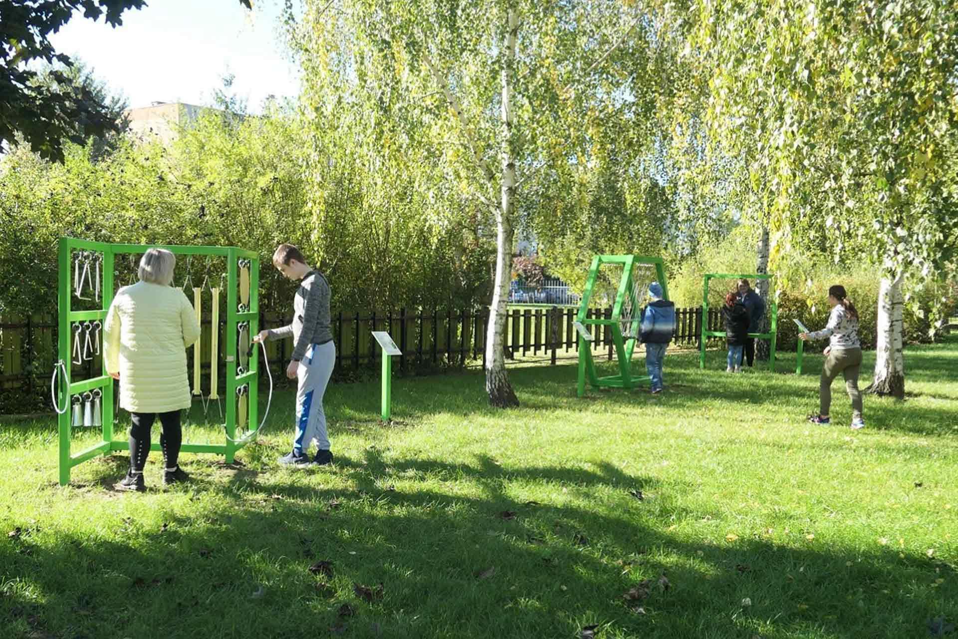 plac zabaw dostosowany dla osób niepełnosprawnych